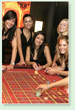 hot babes around the roulette table - talking probability